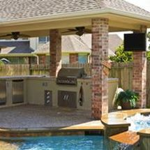Outdoor Kitchen - Brownwood Home Remodeling